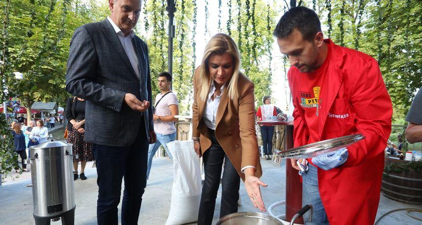 U Glazbenom paviljonu održana radionica kuhanja piva - polaznicima se pridružila i ministrica turizma, Karlovčanka Nikolina Brnjac
