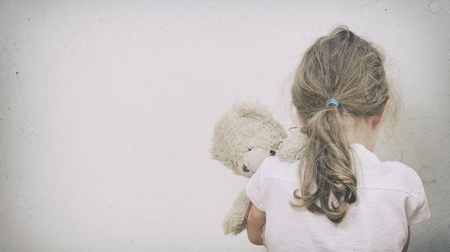 Uplašena djevojčica
