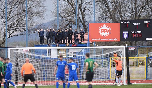 Karlovački nogometaši u ludoj završnici svladali petrinjsku Mladost sa 3:1 i priključili se gornjem dijelu ljestvice