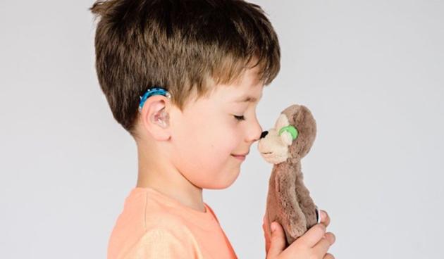Medvjedići u kolicima i lutkice sa slušnim aparatom - ohrabruju djecu kojoj je to najpotrebnije
