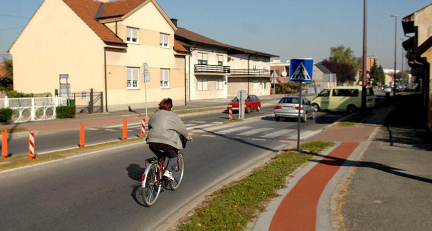 Nakon tragičnog stradavanja 40-godišnjeg biciklista, HSP Karlovačke županije ukazao na lošu prometnu signalizaciju i infrastrukturu