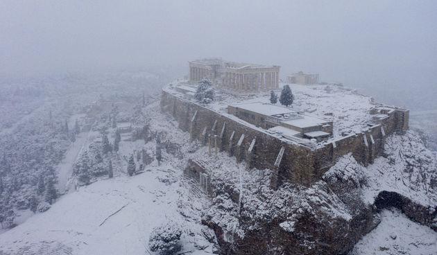 atena grčka akropola snijeg