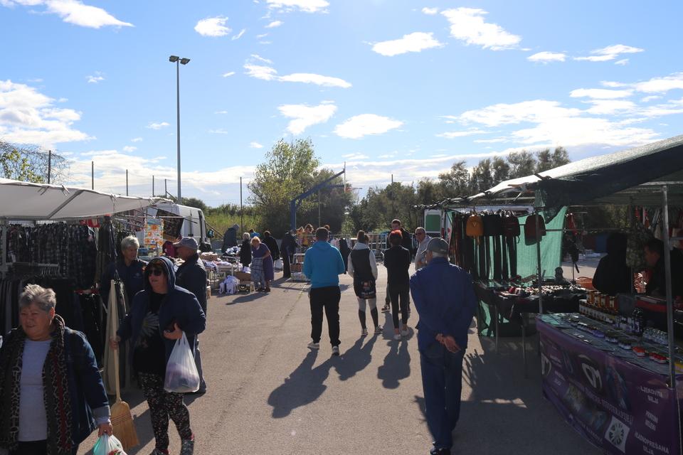 Bogata ponuda proizvoda i rukotvorina okupila veliki broj posjetitelja na Gusterni