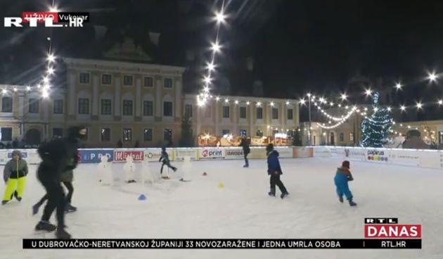 Dašak božićne čarolije u Vukovaru: ''Svi su dužni držati distancu i imati maske. Mjeri im se i temperatura''