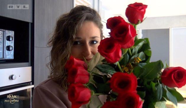 Andrea+je+dobila+11+ruža+od+Mislava+(thumbnail)