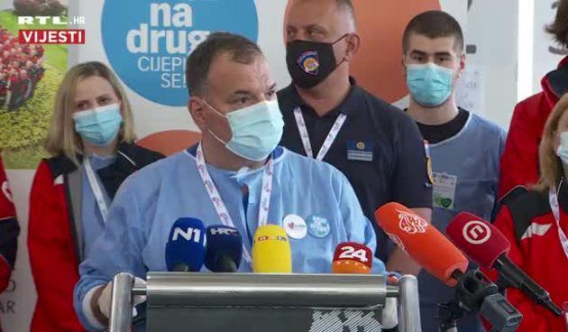 Izjava Beroša nakon cijepljenja građana: 'Čast mi je što sam danas tu i što sam mogao doprinijeti našoj kampanji cijepljenja' (thumbnail)