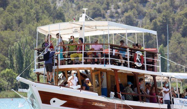 Turistički brod na Krki