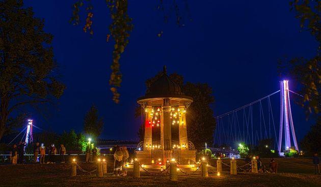 Secesijski zdenac osvijetljen sa 117 fenjera