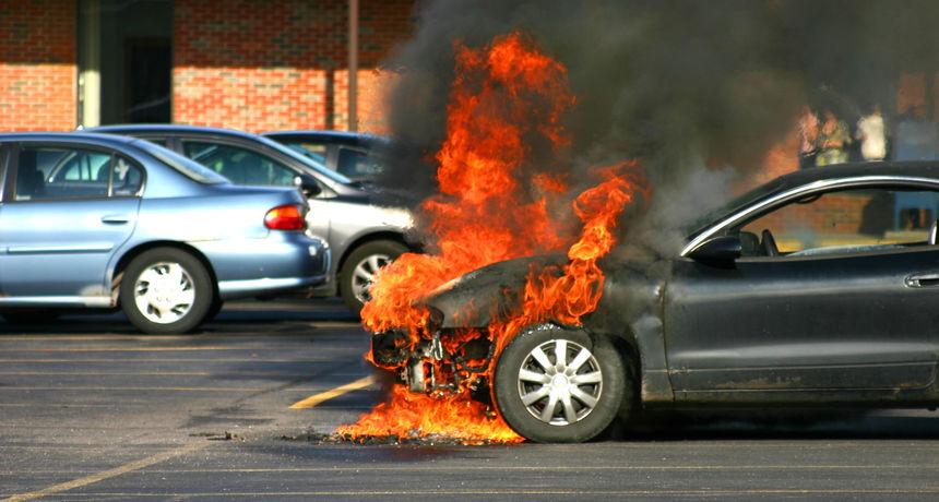 Opozvano 60 000 automobila, izdano upozorenje o samozapaljenju. Čak ih je zabranjeno i parkirati pokraj drugih vozila!