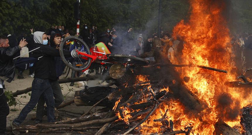 Policija rastjerala zabranjeni skup u parku u Bruxellesu: Okupili su se da bi branili svoju slobodu