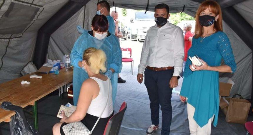 U Slunju provedena kampanja cijepljenja, podršku akciji dale županica Martina Furdek-Hajdin i saborska zastupnica Maja Grba-Bujević