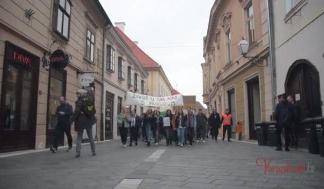 Prosvjed učenika srednjih škola za spas klime u Varaždinu (thumbnail)