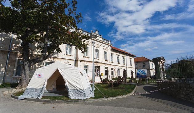 Koronavirus šator u OB Zadar