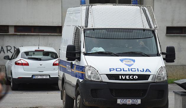 Karlovačka policija uhvatila kradljivca mobitela -  25-godišnjak ih ukrao ih iz stanova na Baniji i u Zvijezdi