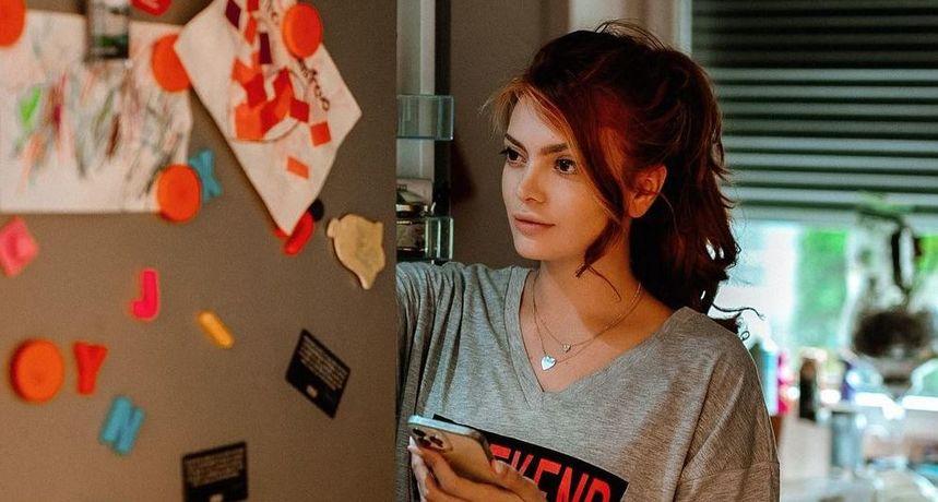 Ella prvi put pokazala unutrašnjost nove kuće: U prostranoj dnevnoj sobi pažnju privukao detalj posvećen Dini