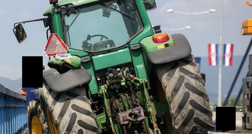Smrtno stradao prilikom prevrtanja traktora