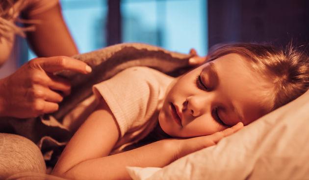Djevojčica spava