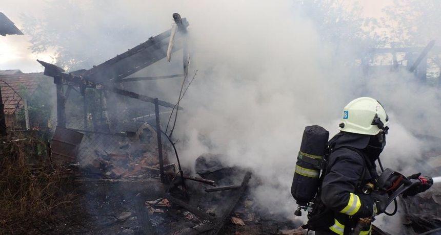 FOTO Podturen: Štagalj, koji se nalazi iza obiteljske kuće, u potpunosti je izgorio