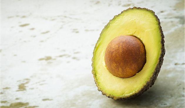 2. Odličan izbor za mozak - avokado je bogat zdravim mastima koje podržavaju strukturu mozga i protok krvi, stoga ga se često naziva savršenom hranom za mozak