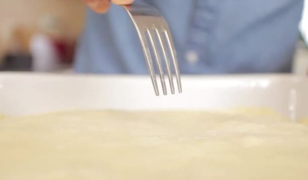 Ukusna mesna pita i mineralizirana voda  (thumbnail)