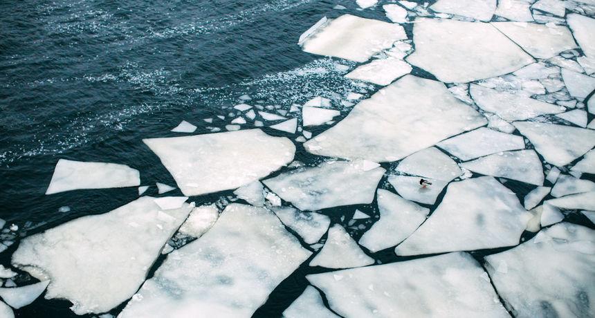 Po prvi put u povijesti bazen arktičkog leda u Sibiru još se nije počeo smrzavati