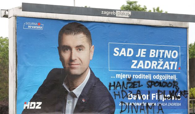 Nekome je prekipjelo: Uništeni predizborni plakati duž Branimirove u Zagrebu