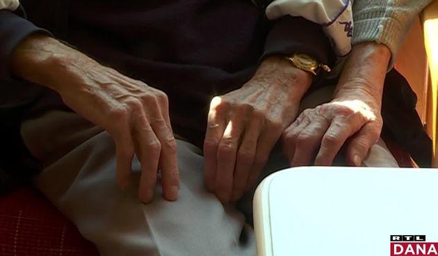 stari ljudi, ruke
