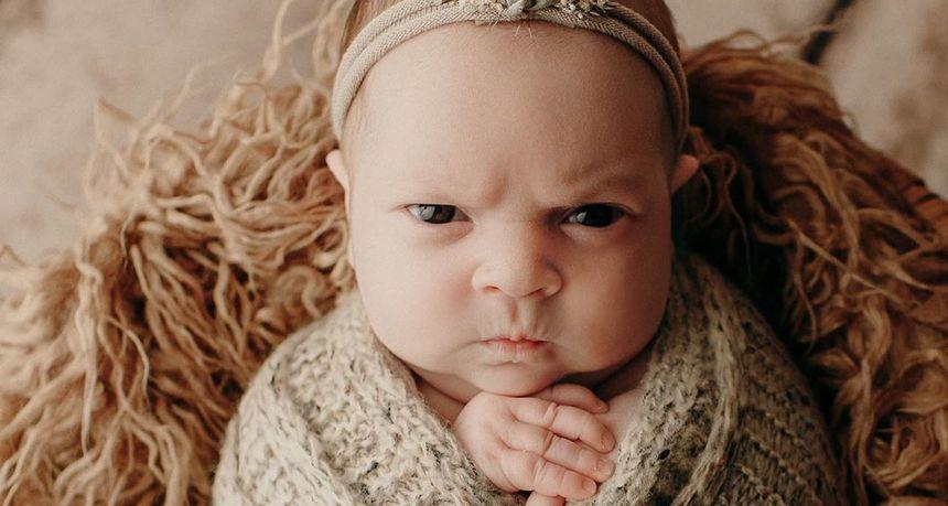 Najbolje što ćete danas vidjeti: Beba koja želi pokazati svijetu koliko je ljuta i mrzovoljna