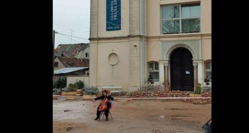 Djevojka koja svira violončelo ispred razrušene škole u Sisku oduševila je Hrvatsku!