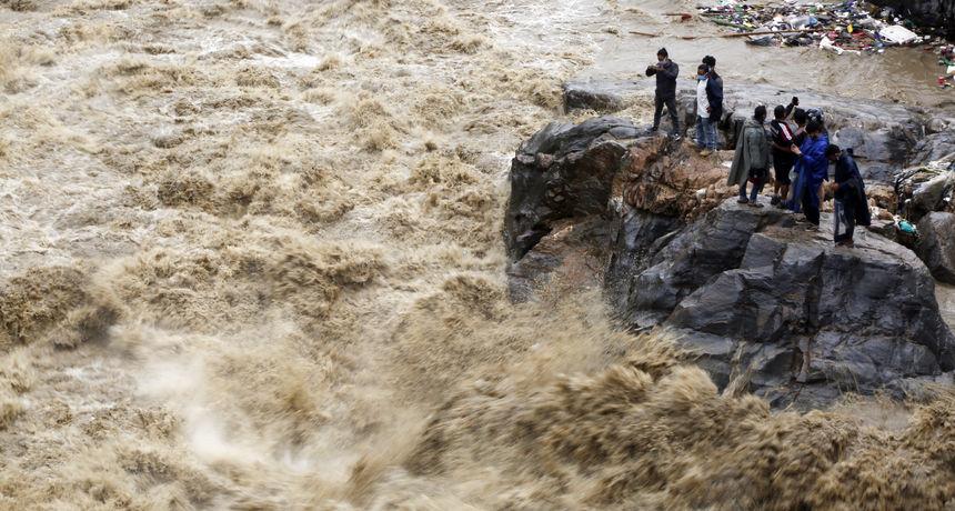 Zastrašujuć monsun i poplave odnijeli više od 340 života u Južnoj Aziji: Evakuirano 300.000 ljudi