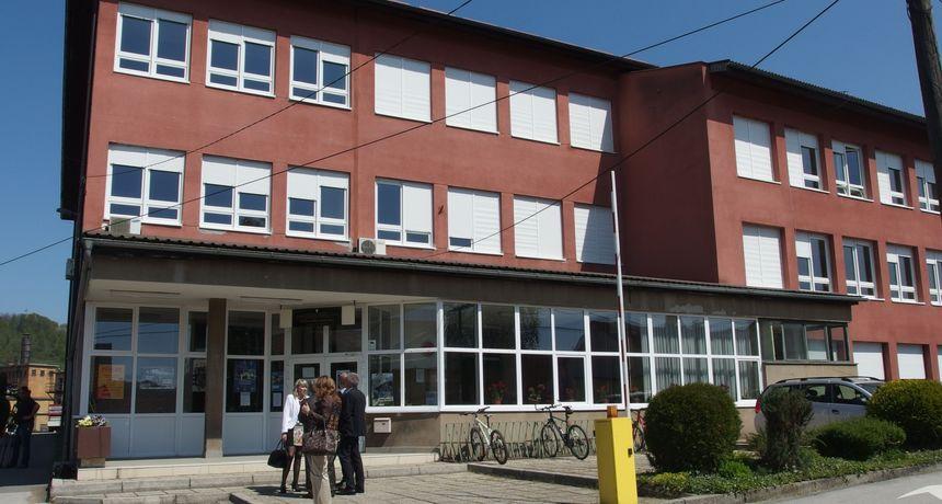 Nakon uskrsnih praznika, u školama u Karlovačkoj županiji puno manji broj zaraženih učenika - koronu ih ima 42, u samoizolaciji 251 učenik