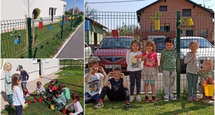 FOTO Mališani Dječjeg vrtića Maslačak iz Murskog Središća ukrasili dvorišnu ogradu cvijećem