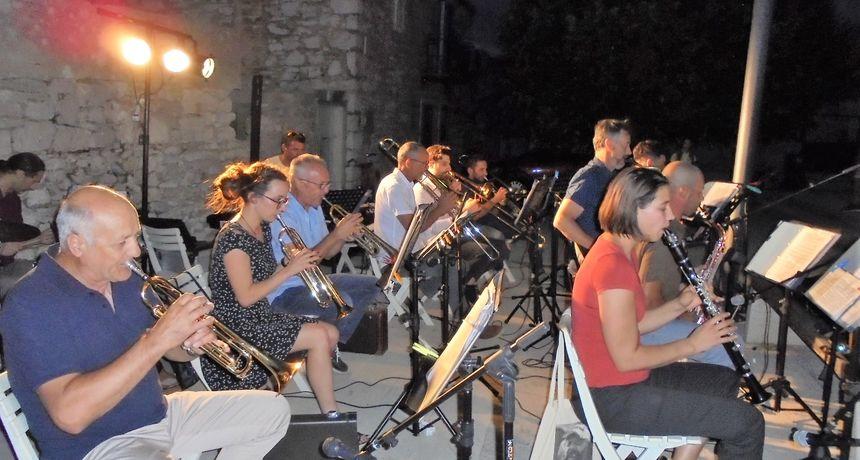 Na Narodnom trgu u Biogradu održan prvi veći koncert sezone