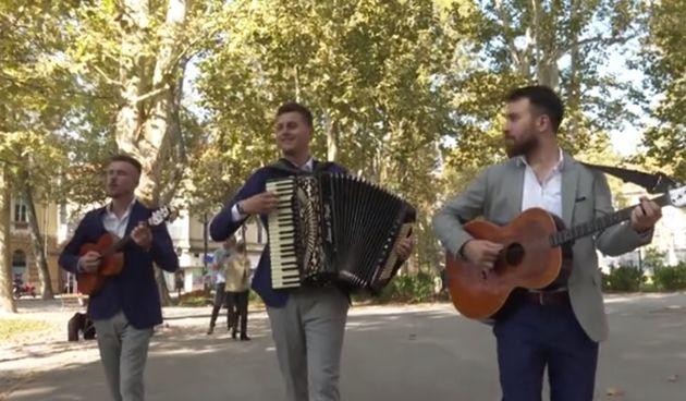 Tamburaši Zlatnici u centru Zagreba