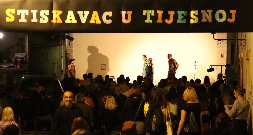 Tijesna ulica pretijesna na novoj predstavi popularnih Lutalica uz puno smijeha i uživanja, a slijede još dvije predstave