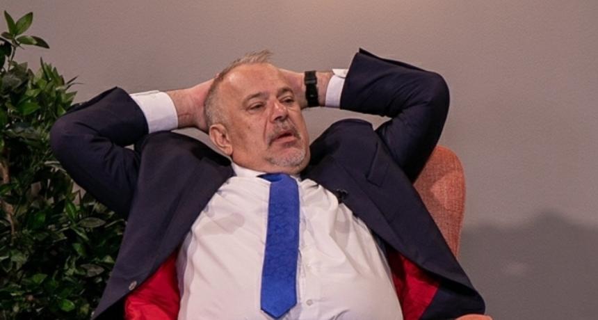 Šprajc objavio fotku iz novog studija: 'Namjerno sam se ovako namjestio da se vidi modna usklađenost...'