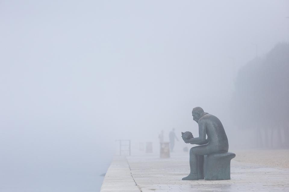 Gusta magla nadvila se nad Zadar, 24. veljače 2021.