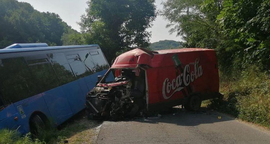 Prometna nesreća kod Sesveta: Sudarili se ZET-ov autobus i kombi, jedna osoba je ozlijeđena