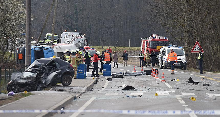 FOTO, VIDEO: Strašna nesreća u Draganićkom Lugu kod Karlovca - u sudaru s cisternom poginuo vozač automobila