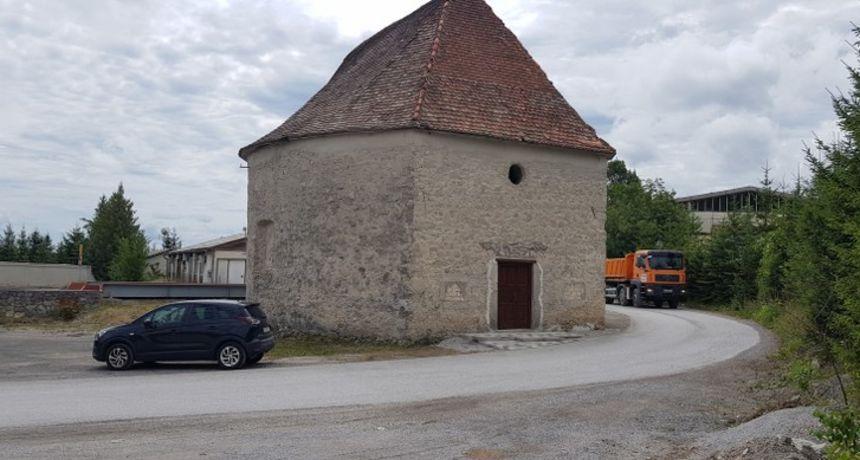 Načelnik Tounja nezadovoljan odazivom mještana na radove čišćenja stare kapele: Neki su samo odvezli jednu prikolicu cigle i nisu se vratili