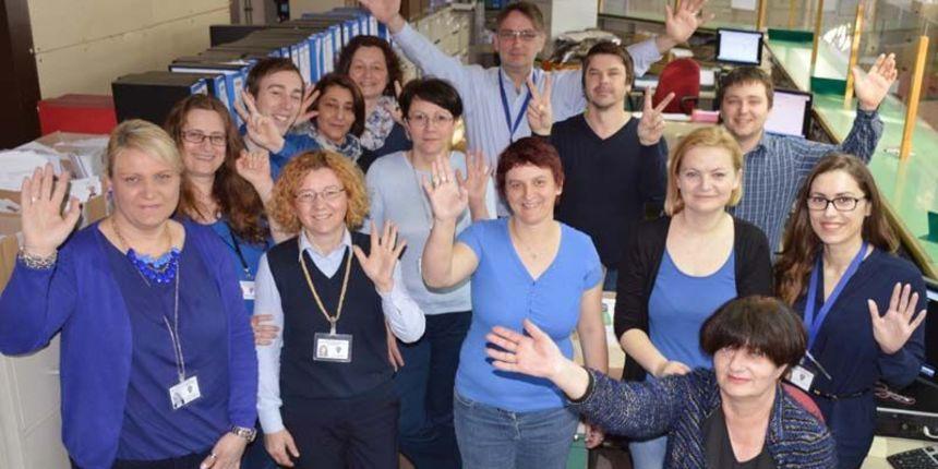 Šalterski djelatnici policije na posao došli u plavim majicama