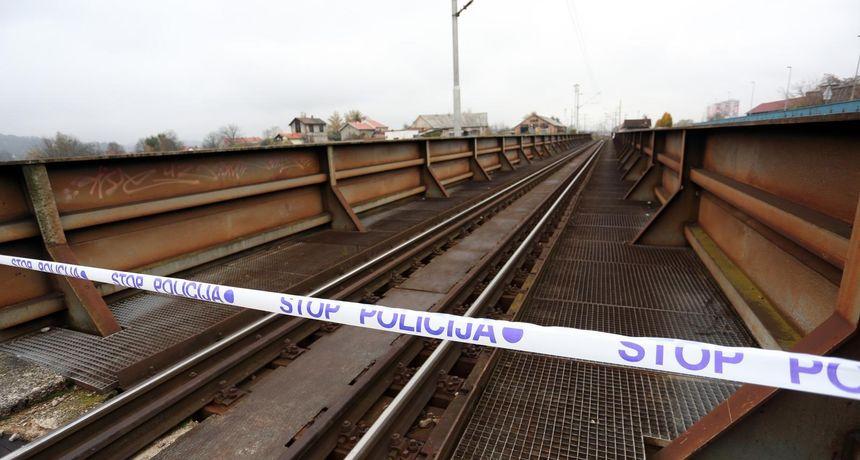 Policija objavila detalje strašne tragedije: Djevojčica izašla iz vlaka i podletjela pod stroj za popravljanje pruge. Pokušali su je reanimirati…
