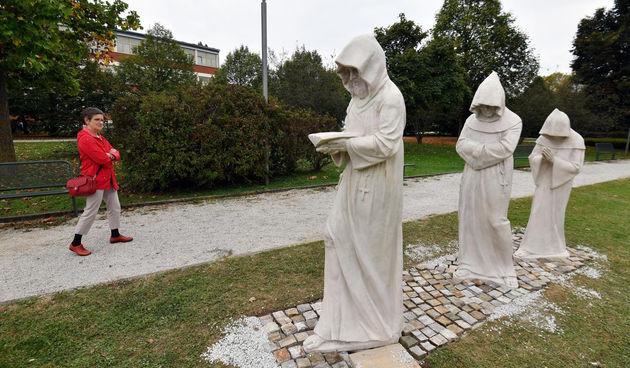 redovnici, skulpture, kip