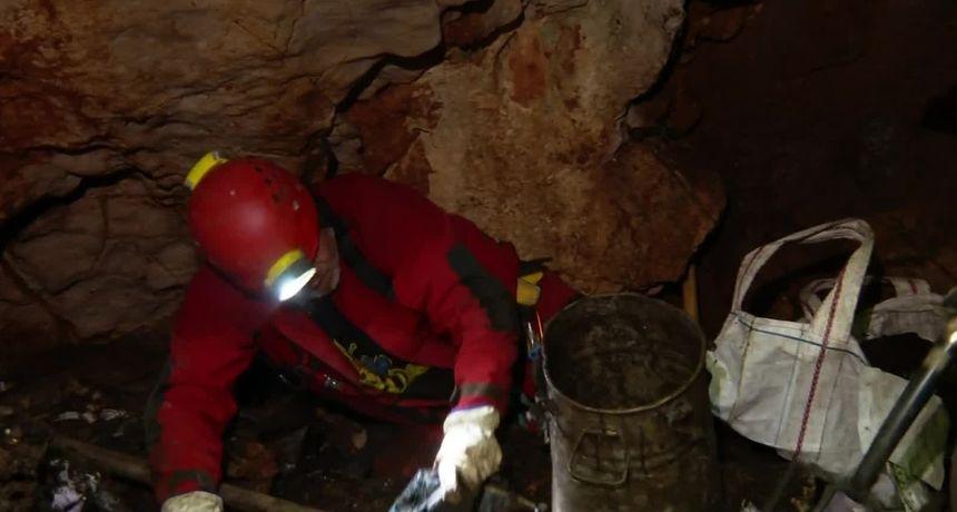 Plastika, željezo, obuća, šprice, pa čak i mine... 900 špilja i jama od Istre do Dubrovnika pretrpano smećem. Potraga sa speleolozima koji ih nastoje očistiti
