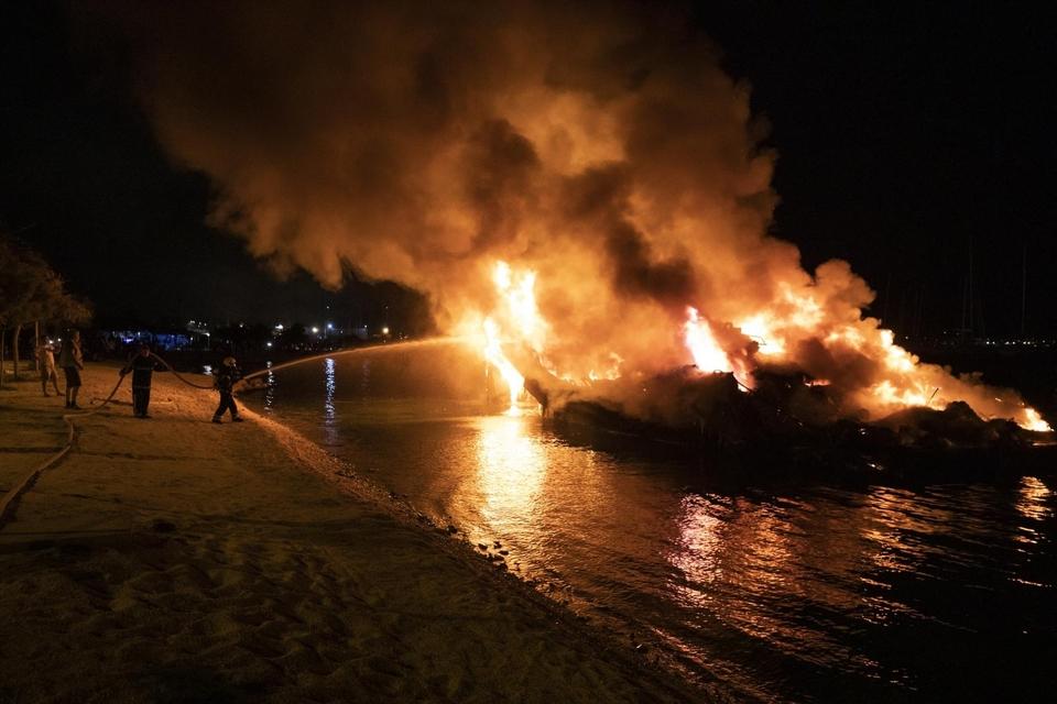 Požar brodova, Kaštel Gomilica