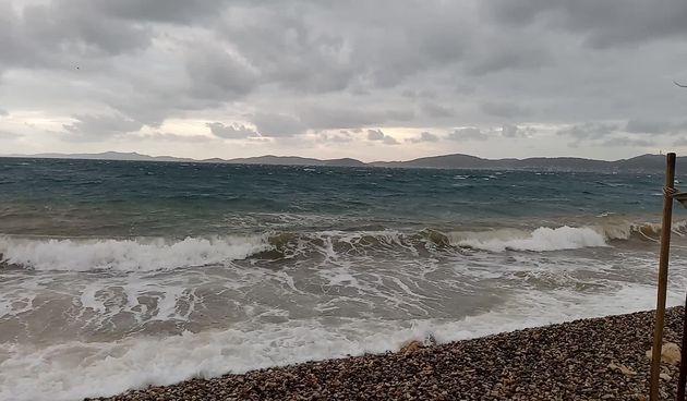 Olujno jugo i veliki valovi @ Puntamika  (thumbnail)