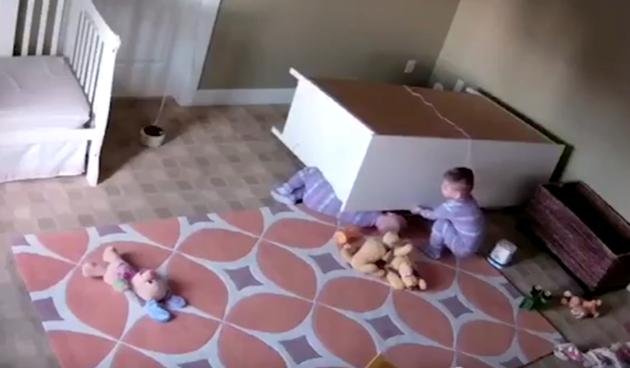 dvogodišnjak spasio brata