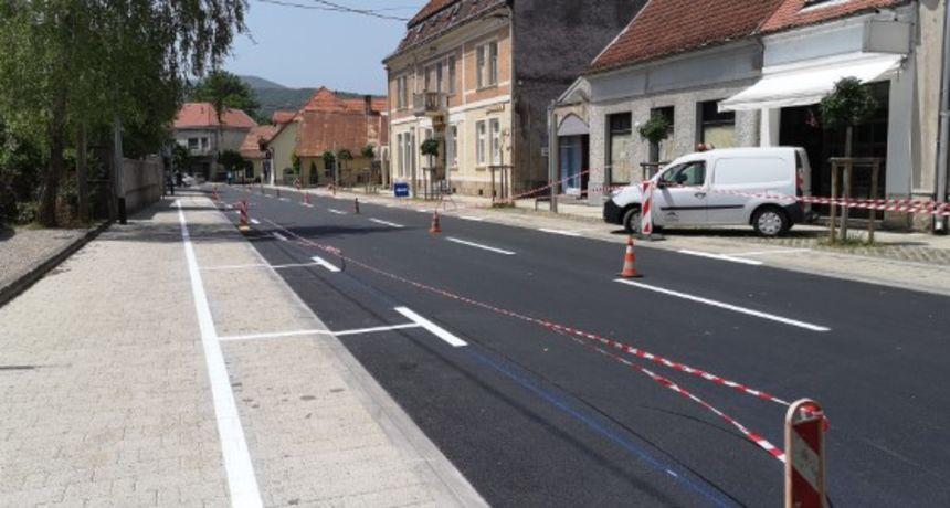 U gradu Ogulinu završeni radovi u ulica I. B. Mažuranić - konačno riješeno pitanje parking mjesta i pločnika za pješake