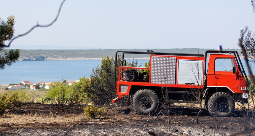 Zbog visoke temperature i izostanka padalina i dalje je velika opasnost od izbijanja požara