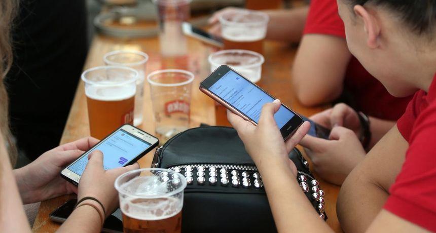 ISTRAŽIVANJE Čak 93 posto Hrvata koristi društvene mreže, a 85 posto dopisuje se na appovima